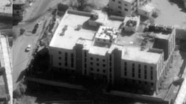 Luftbild des US-Verteidigungsministeriums: Ein mutmassliches Finanzzentrum von IS nach einem Luftangriff.