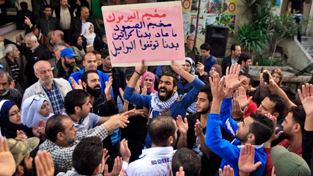 Palästinensische Flüchtlinge protestieren gegen ihre desolate Lage.