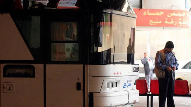 Der Busbahnhof «Charles Helou» in Beirut war schon immer Ausgangspunkt für Busreisen in den Norden von Syrien. Auch jetzt noch im Krieg. Bild: ZVG. HAYTHAM AL-MOUSSAWI.