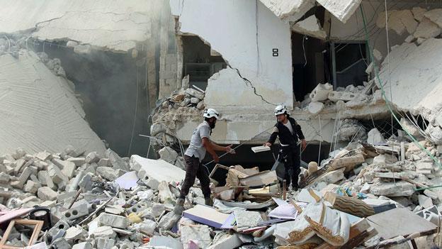 Bilder der Zerstörung in Aleppo. Die UNO hat Hilfslieferungen nach Syrien beschlossen.