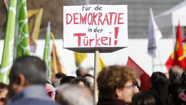 Demonstration gegen die Verfassungsrevision in der Türkei in Bern am 25. März 2017.