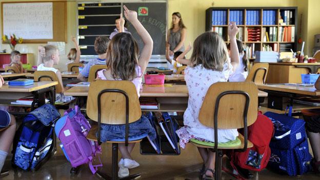 Lehrplan 21: Ziel ist, dass die Schülerinnen und Schüler in der Deutschschweiz nach 11 Schuljahren in etwa auf dem gleichen Stand sind.