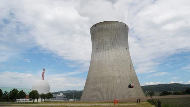 Atomstrom ist teuer. Nicht nur bei der Produktion, sondern auch bei der Stilllegung und beim Rückbau, damit keine Radioaktivität in die Umwelt gelangt. Bild: AKW Leibstadt.