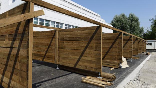 Der neue Strichplatz in Zürich mit den Verrichtungsboxen nimmt Gestalt an.