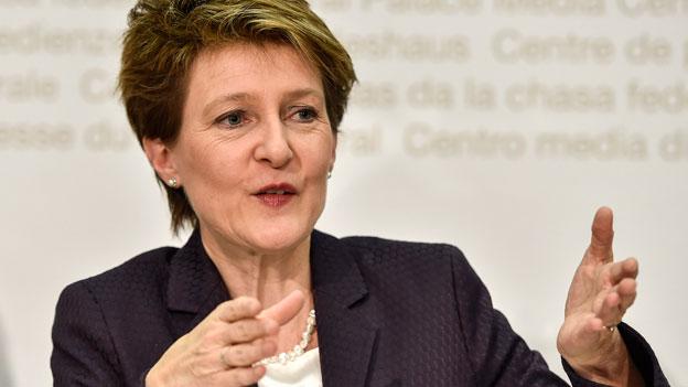 Bundespräsidenten Simonetta Sommaruga anlässlich einer Medienkonferenz betreffend die Umsetzung der Masseneinwanderungsinitiativevom 11.2.2015 in Bern.