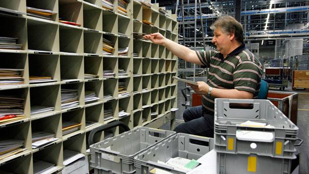 Sortierung von Briefe im Briefzentrum der Post in Zürich-Muelligen.