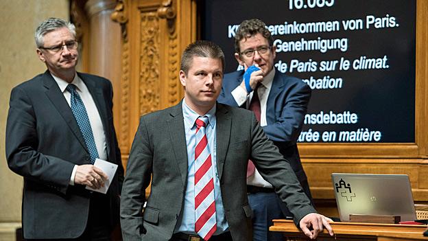 Die SVP-Nationalräte Andreas Glarner, Erich Hess und Albert Rösti während der Nationalratsdebatte zum UNO-Klimavertrag. Die Haltung der SVP kommt bei den anderen Parteien schlecht an.
