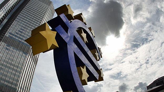 Die EZB senkt den Zinssatz im Euroraum auf 0.15 Prozent. Kommt das billige Geld nun endlich der serbelnden Wirtschaft zugut?
