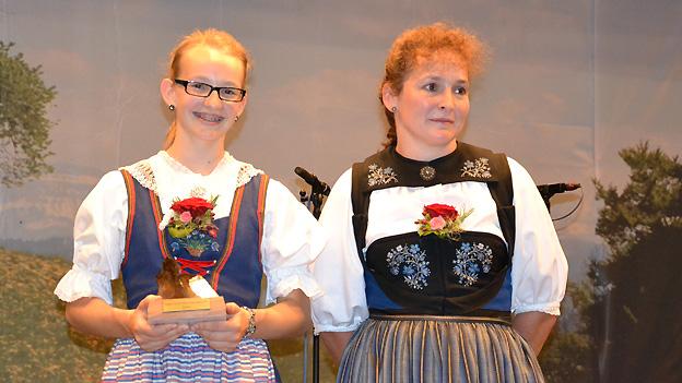 Die 14-jährige Arlette Wismer gewinnt den «Folklorenachwuchs»-Wettbewerb in der Kategorie Jodel. Doris Erdin hat sie bei ihrem Auftritt auf der Handorgel begleitet.