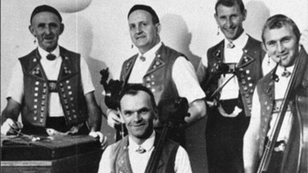 Formation Streichmusik Edelweiss in den 1960-er Jahren.