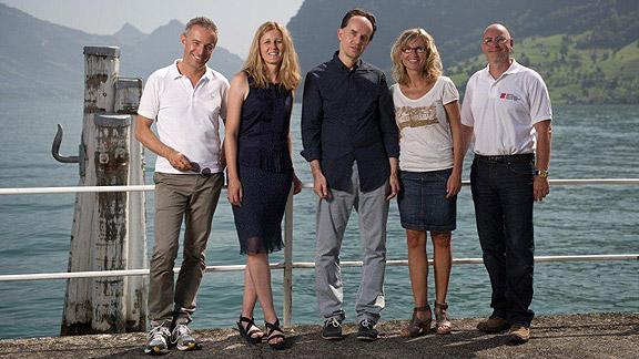 Die Stimmen der Glückskette: Dani Fohrler, Claudia Cathomen, Michele Ferrario, Ladina Spiess und Jean-Marc Richard (v.l.n.r.).
