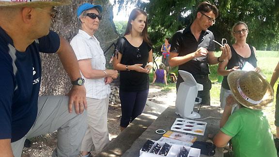 Hier werden von der «Espresso»-Redaktion die Sonnenbrillen getestet.