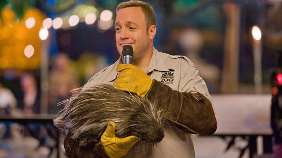 Griffin (Kevin James) ist zwar ein guter Zoowärter, aber auch ein Tolpatsch. Deshalb wird dieser Auftritt schmerzhaft enden.