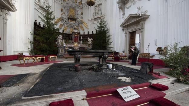 Vergleichweise kleiner Brand mit grosser Wirkung: Der Russ zerstörte die Kathedrale.