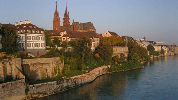 Sorgt seit Jahren für Diskussion: Die Idee eines Rheinuferwegs unterhalb des Münsters.