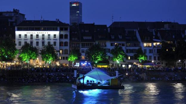 Floss am Rhein