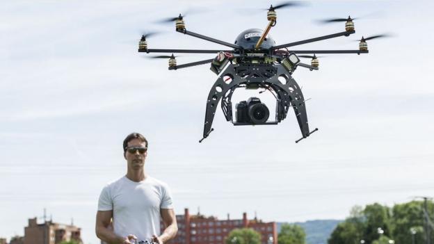 Sind sie ein Sicherheitsrisiko? Über Drohnen wird kontrovers diskutiert.