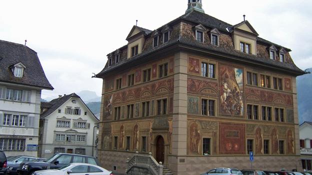 Die Kantonsverfassung des Kantons Schwyz von 1898 wird abgelöst.