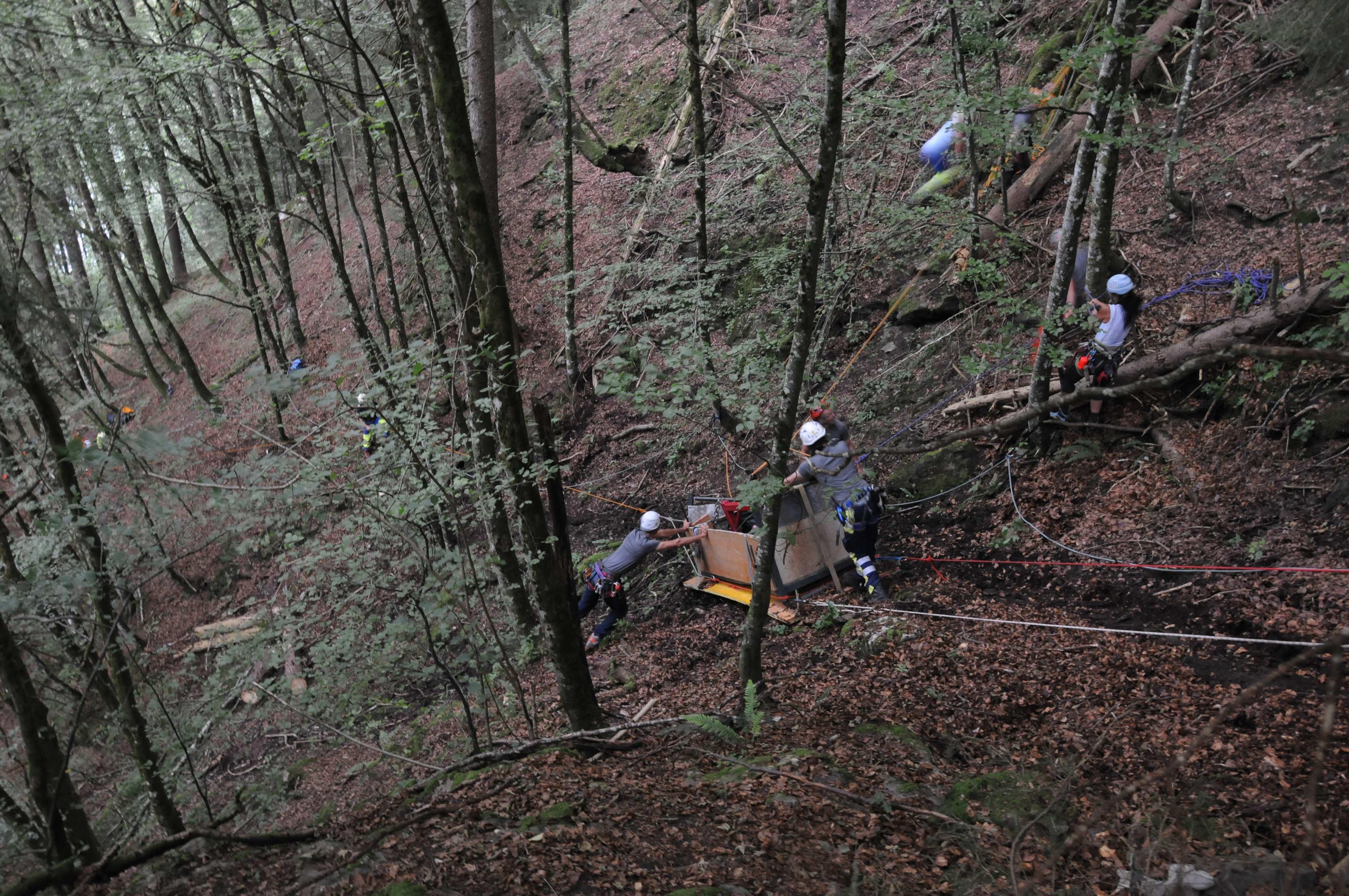 Beim Unglück mit der abgestürzten Transportseilbahn kamen zwei Menschen ums Leben.