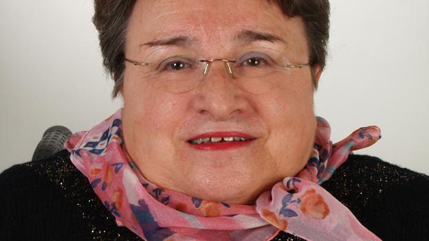 Hanne Müller stellt Fragen zum Sinn von Hirnstrom-Messungen.