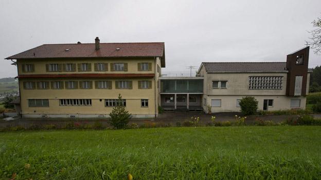 Das ehemalige Altersheim in Fischbach - hier will der Kanton ein Asylzentrum einrichten.