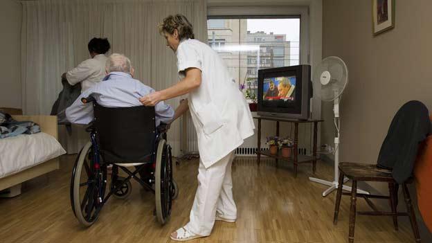 Vier von fünf Pflegefachleuten haben schon Aggressionen durch die Gepflegten erlebt.