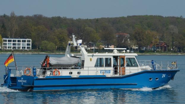 Kurz vor Mittag ist eine einmotorige Maschine, die von Zürich nach Hamburg unterwegs war, nordöstlich der Insel Mainau in den Bodensee gestürzt.