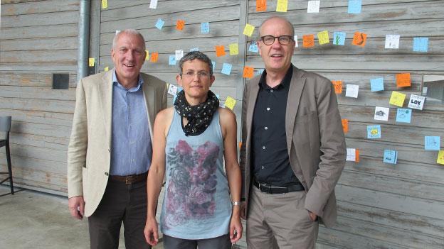 v.l.n.r. Pierin Vincenz und Susan Boos mit Gastgeber Daniel Hitzig