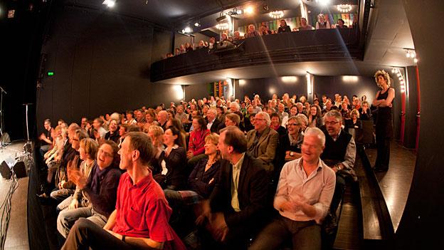 Das Ohrfeigen-Publikum im Kleintheater Luzern 2011. Damals unter anderen mit den Gästen Ursus & Nadeschkin.