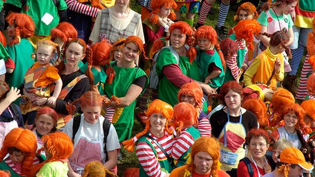 Viele Kinder mit Pippi-Frisuren