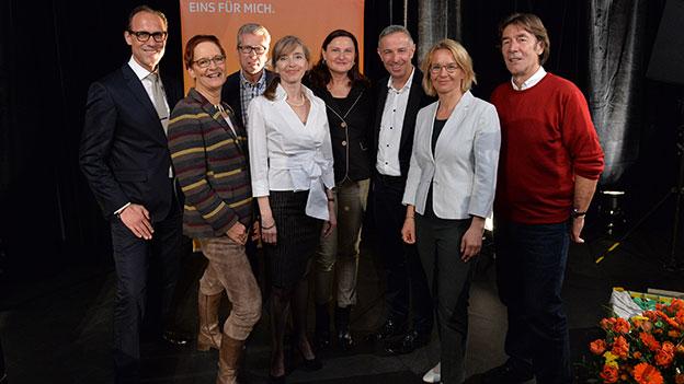 «Persönlich»-Gastgeber aus 40 Jahren: (v.l.) Christian Zeugin, Ellinor von Kauffungen, Walter Kälin, Anita Richner, Heidi Ungerer, Dani Fohrler, Sonja Hasler und Peter Bühler.