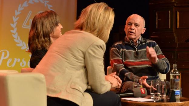 «Persönlich»-Gastgeberin Sonja Hasler (links) im Gespräch mit Clownerin Gardi Hutter und Bundesrat Ueli Maurer.