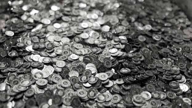 Ganz viele Münzen, fast alles 20- und 10-Rappen-Stücke