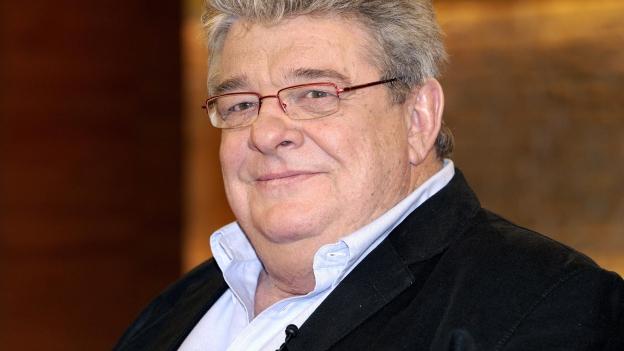 Ein etwas übergewichtiger Mann mit feiner Brille und sanftem Blick.