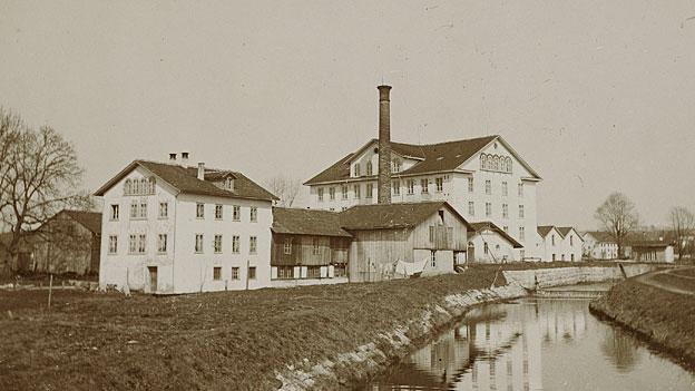 Eine Spinnerei zur Zeit des ausgehenden 19. Jahrhunderts.