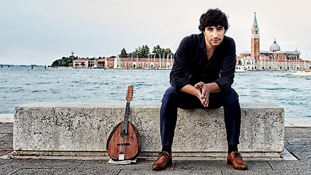 Der junge Israeli Avi Avital könnte der Mandoline zu einem neuen Image verhelfen.
