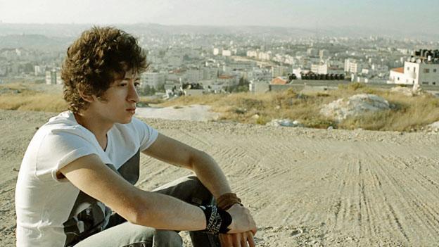 Kurz vor seinem 18. Geburtstag erfährt Joseph (Jules Sitruk), dass er andere Eltern hat.