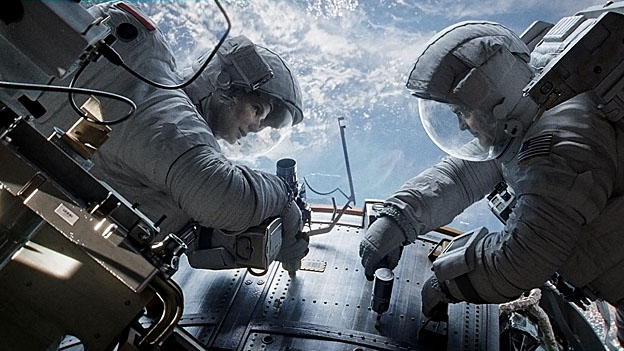 Ryan Stone (Sandra Bullock) und Matt Kowalsky (George Clooney) kurz vor der Katastrophe.