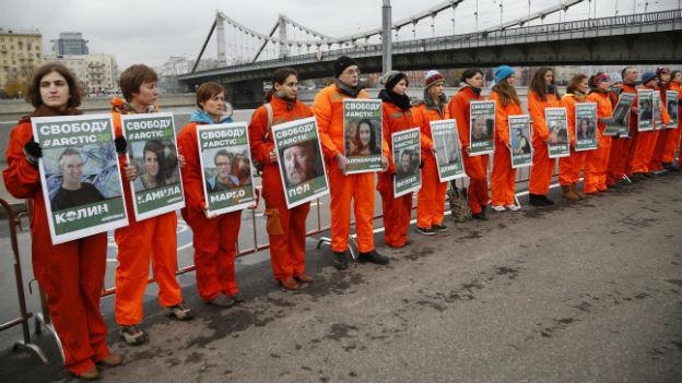 Demonstration in Moskau für die Freilassung der Greenpeace-Aktivisten.