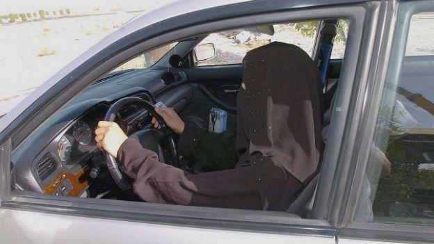 Saudiarabiens Frauen drängen ans Steuer. Zum Missfallen der Konservativen.