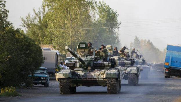 Panzer der aserbaidschanischen Armee entlang der Grenze zu Armenien.