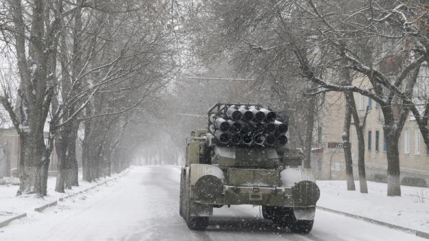 Aufnahme eines ukrainischen Lastwagens mit Raketen unterwegs in der Stadt Artemivsk.