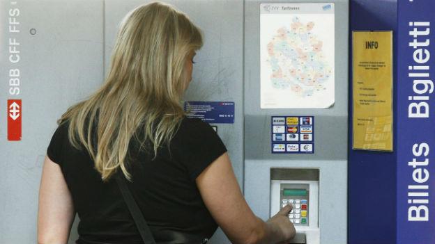 Im Vergleich zum Autofahren sind Bahnreisen teurer geworden.