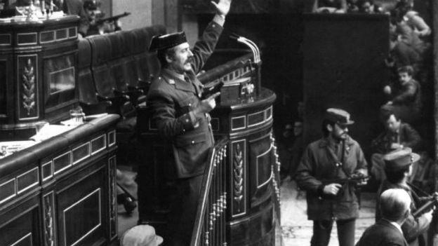 Putschversuch in Spanien: Parlament kontra Waffen.