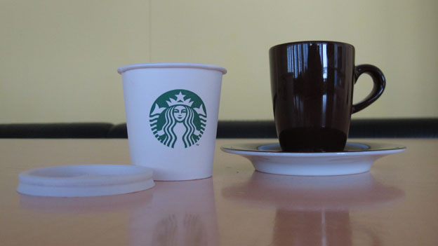 Starbucks - Pappbecher, die neue Tasse.
