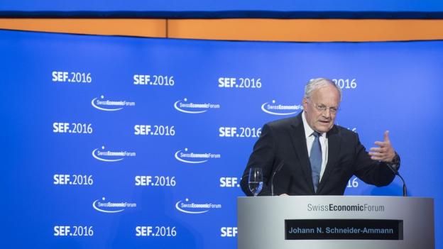Zu sehen ist Wirtschaftsminister Johann Schneider Ammann am SEF 2016 in Interlaken.