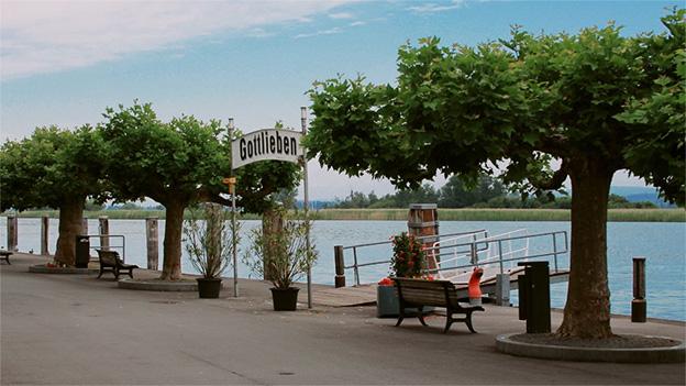 Hafenpromenade mit Ortsschild «Gottlieben».