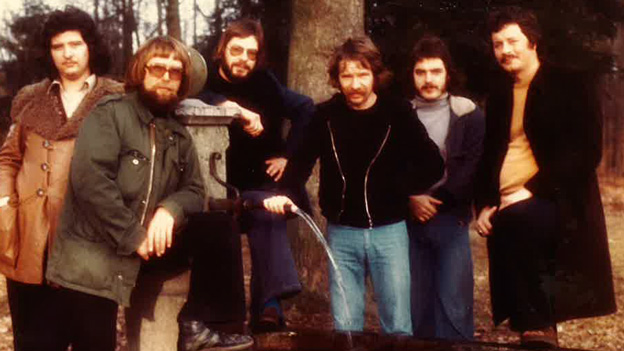 Gruppe Lost Peace im 1970-er Look.