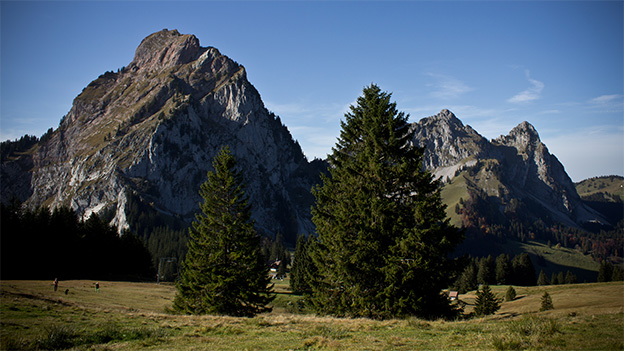 Blick auf drei Bergspitzen.