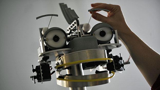 «Robo-Care» - wie verändern Roboter das Pflegewesen?